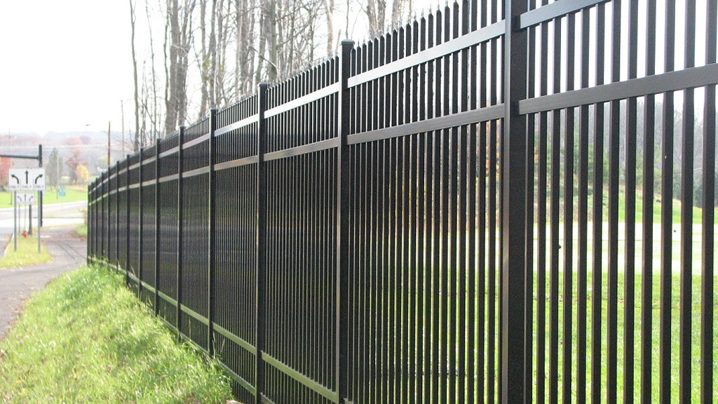 Black-Aluminum-Industrial-Fence-2